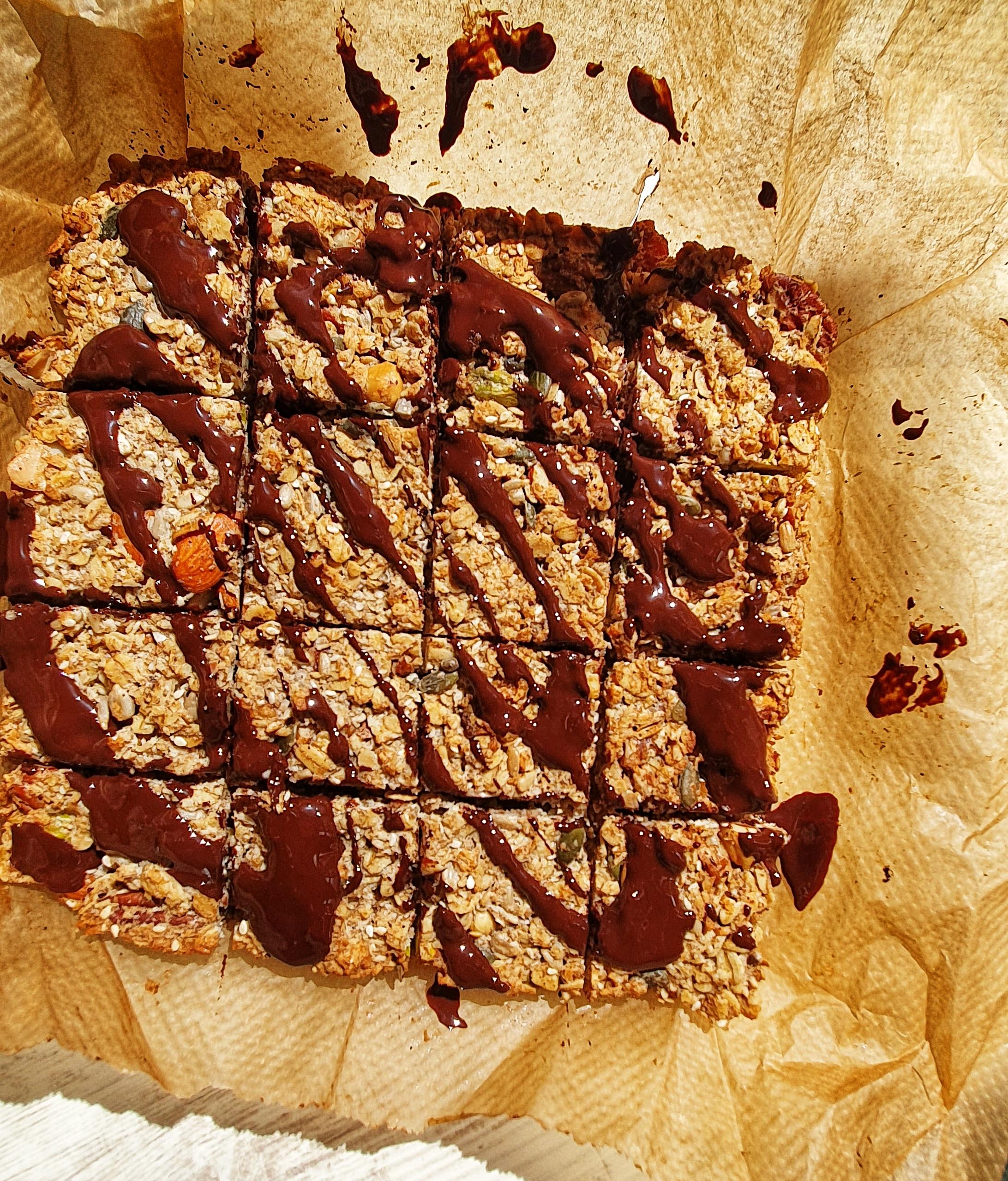 Dark Chocolate Drizzle Granola Bars; Delalicious; Sinead Delahunty